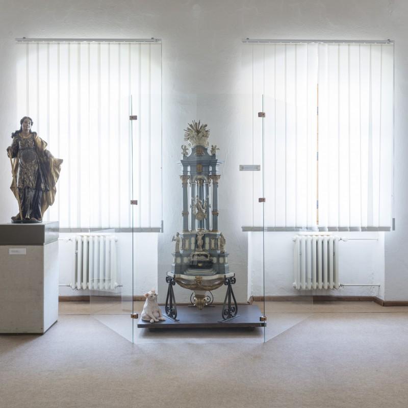 Bez komentára, vosk, 35cm, 2015, z Trienále malého objektu a kresby, Galéria Jozefa Kollára, Banská Štiavnica